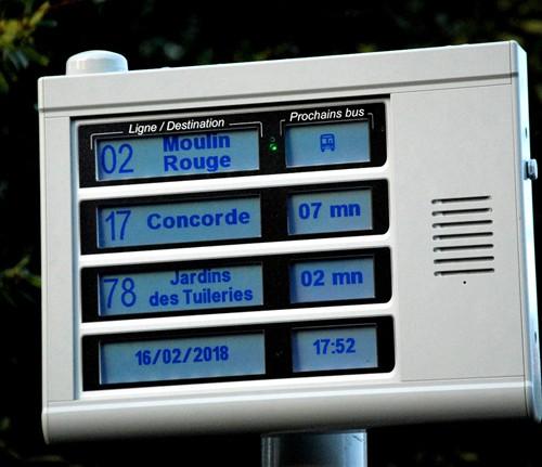 Borne APICOM quatre lignes - information visuelle et sonore des voyageurs aux arrêts de bus