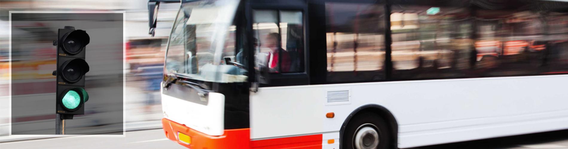 Système radio de priorité aux feux de trafic pour bus tramways